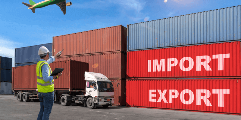 nhân viên hiện trường ngành xuất nhập khẩu